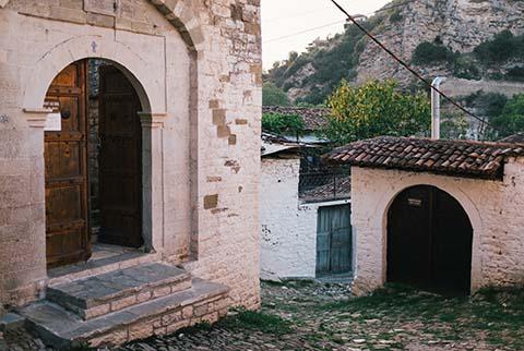 Dans les rues de Berat