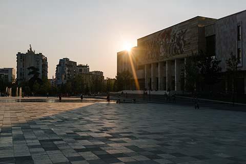 Couché de soleil sur la place Skanderbeg