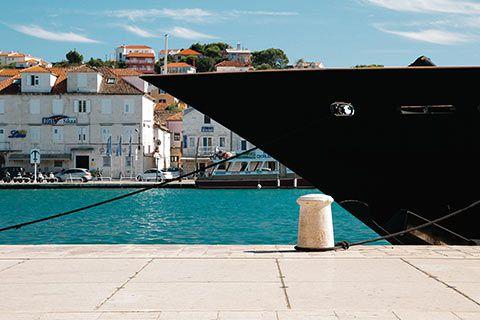 La pointe d'un yacht
