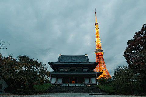 La Tokyo Tower surplombant le temple de Zojo-ji