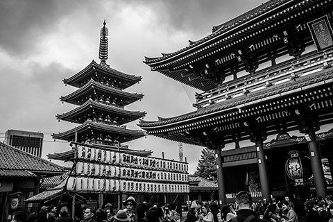 La porte et la pagode d'Asakusa