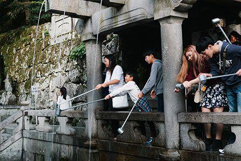 La cascade apportant longévité sous le Kiyomizu-dera