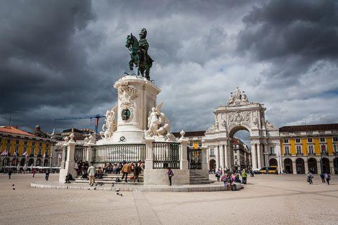 La statue présente sur la Praça do Comércio