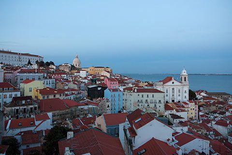 Lisbonne depuis le belvédère Portas do Sol