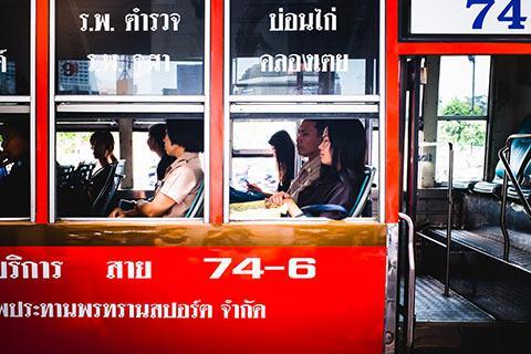 Dans un bus bangkokois