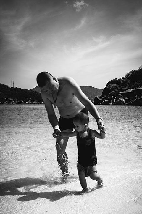 Apprendre à marcher dans la mer